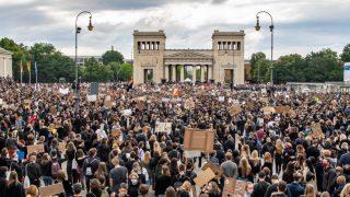 Protest-Demonstration auf dem Königsplatz in München.