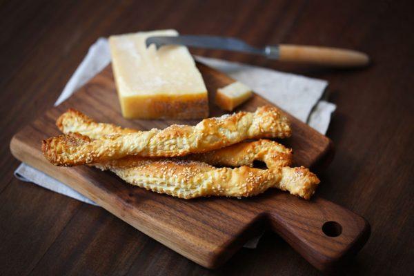 Käse-Food-Pairing-Hartkäse-Grissini