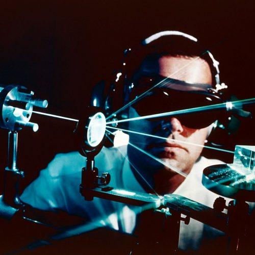 Der Laser ist vor 60 Jahren erfunden worden. Seitdem ist er in vielen Bereichen im Einsatz.