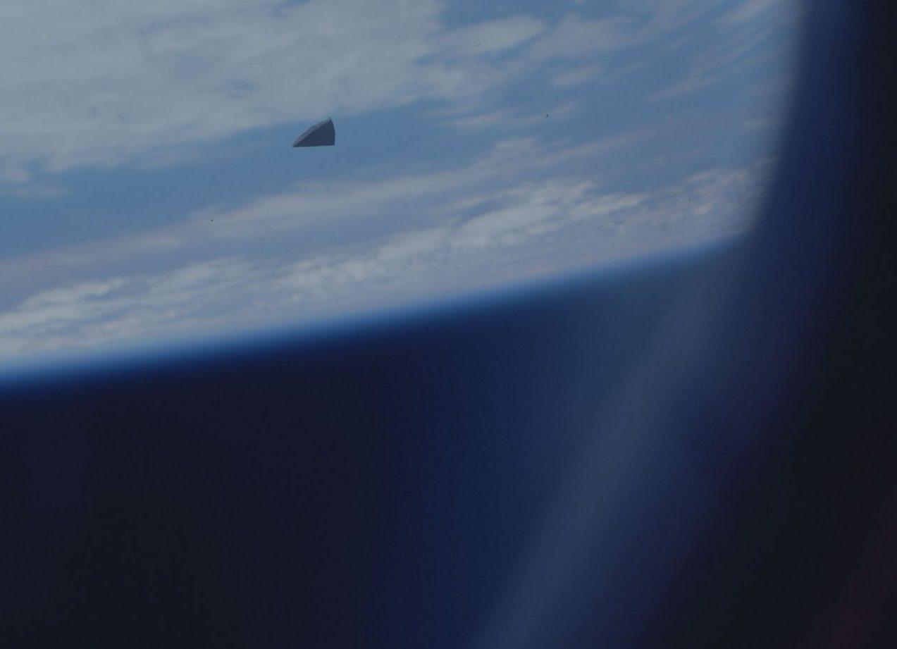 Ein Stück Weltraumschrott aus dem Spaceshuttle gesehen