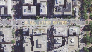 """Der Schriftzug """"Black Lives Matter"""" ist in Washington auf die Straße gemalt, die zum Weißen Haus führt."""