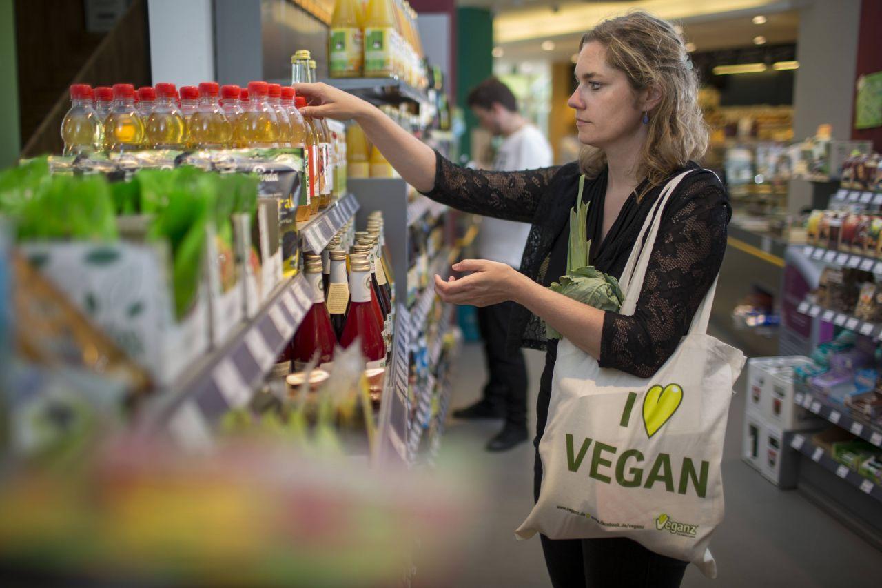 Günstig und vegan: Diese Produkte gibt's bei Aldi, Lidl und Co.