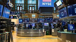 Die New Yorker Börse an der Wall Street ist die größte der Welt.