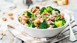 Brokkoli mit Mandeln und Reis