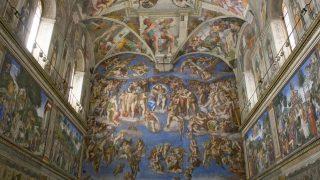 """Das Wandgemälde """"Das Jüngste Gericht"""" in der Sixtinische Kapelle im Vatikan."""