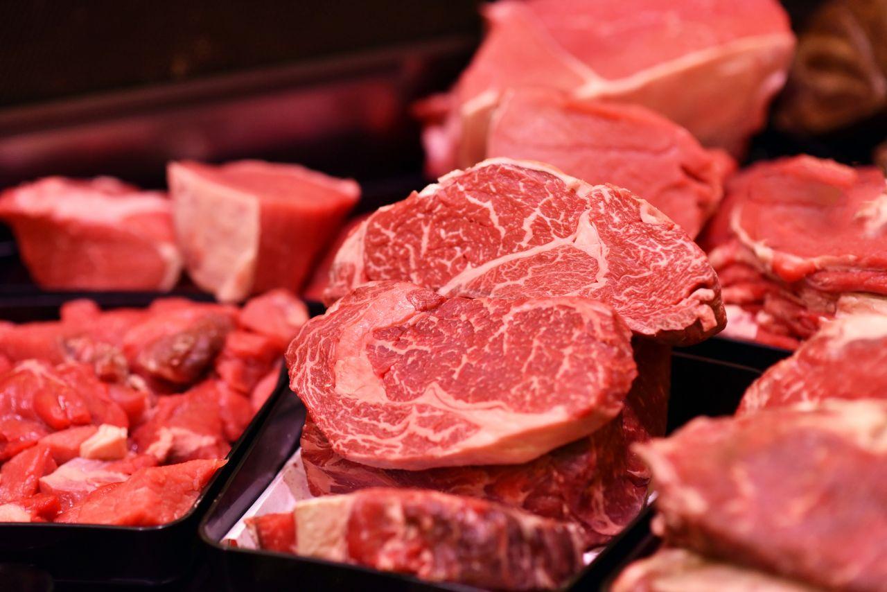 Zum Schutz von Tier und Umwelt: Brauchen wir eine Extra-Steuer auf Fleisch?