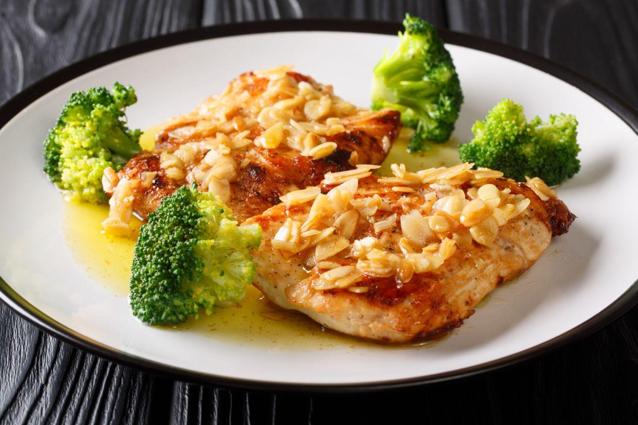 Huhn mit Mandelkruste