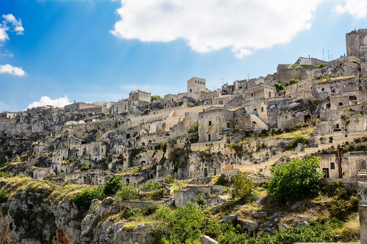 Die Wohnhöhlen von Sassi di Matera in Italien zählen zum UNESCO-Weltkulturerbe.