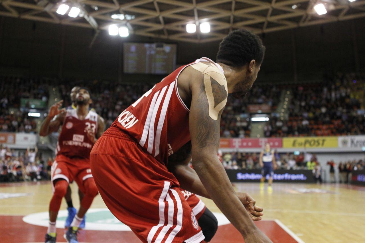 Basketballspieler Bryce Taylor mit Kinesio-Tape