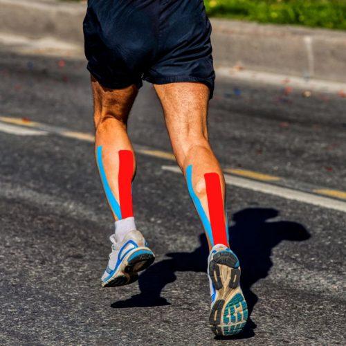 Hype Kinesio-Tape beim Sport: Es heilt Muskelverspannungen, Prellungen und Schwellungen - oder?