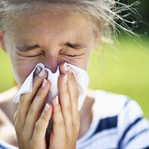 Musst du auch niesen, wenn du in die Sonne schaust? Schuld daran in der photische Nies-Reflex.