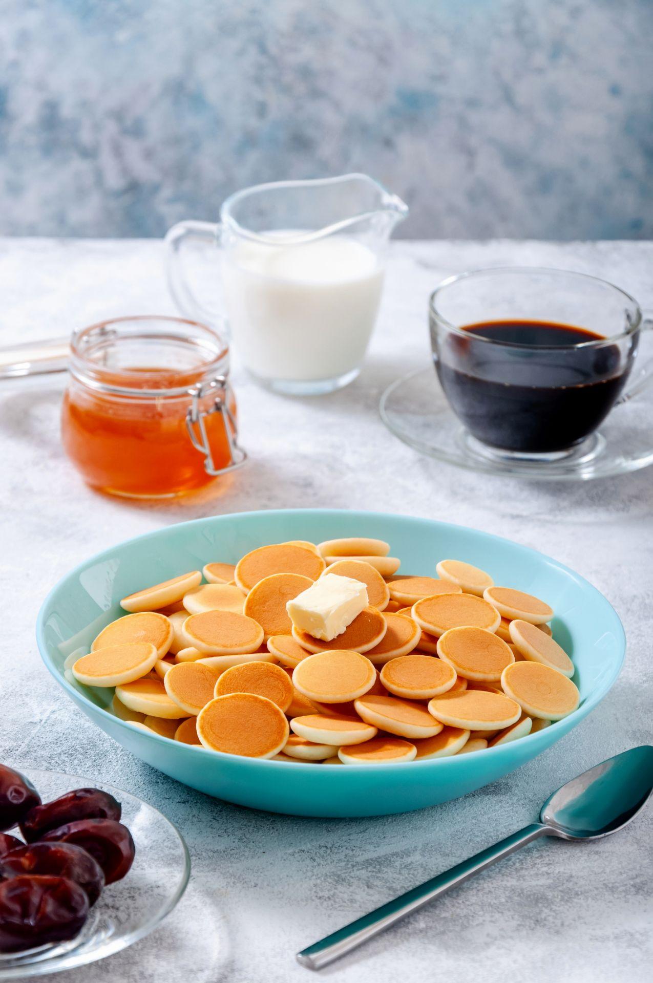 Pancake Cereal Basic mit Butter, Honig und Milch