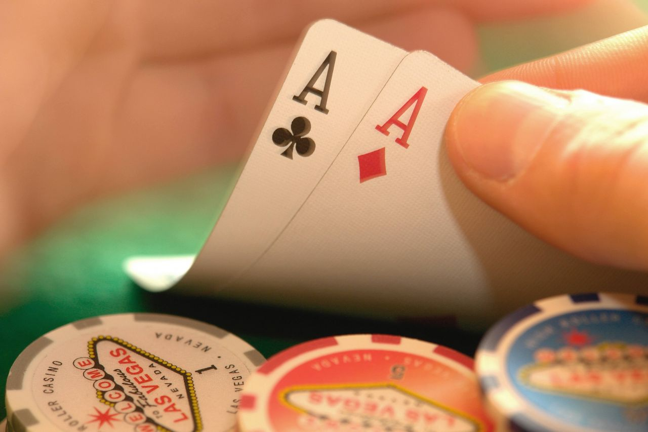 Poker spielen leicht gemacht: Regeln, Tipps und Begriffe für Einsteiger