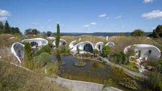 In Schweiz in der Gemeinde Dietikon baute der Architekt Peter Vetsch sogenannte Erdhäuser.