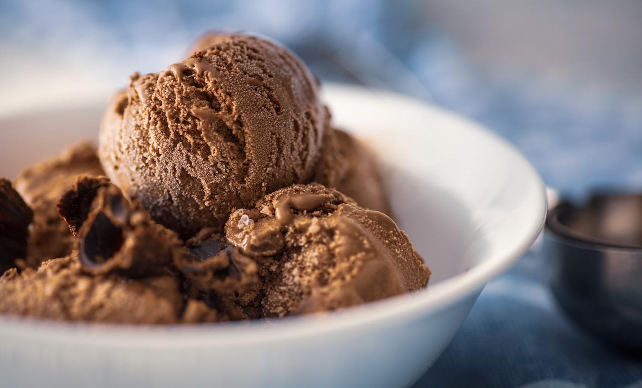 Selbstgemachtes zuckerfreies Schokoladeneis