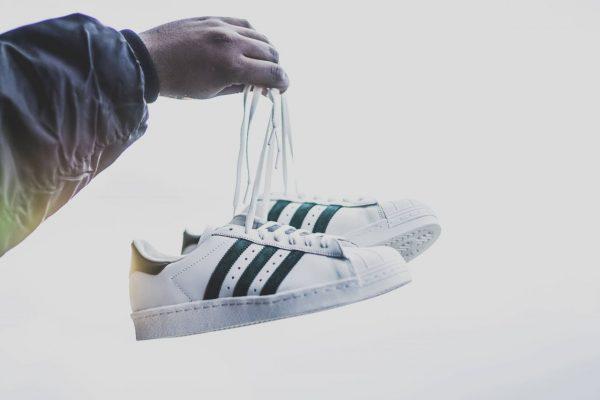Adidas Superstar-Sneaker im klassischen weiß-schwarz.