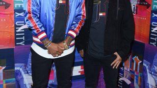 Jerome Boateng bei einer Veranstaltung - mit Nike Airs.