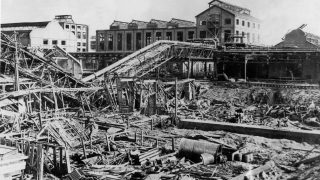 1921, Ludwigshafen am Rhein: In der größten Stadt der Pfalz kam es zu einer Explosion im Chemieunternehmen BASF, nachdem ein festgewordenes Ammoniaknitrat-Gemisch mit Dynamit gelockert werden sollte. 400 Tonnen Düngemittel detonierten. Mehr als 500 Menschen starben.