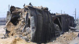 2004, Ryongchŏn, Nordkorea: Ein mit Ammoniumnitrat beladener Zug explodiert. Mindestens 161 Menschen werden getötet, etwa 1300 verletzt und ungefähr 40 Prozent der Innenstadt zerstört.