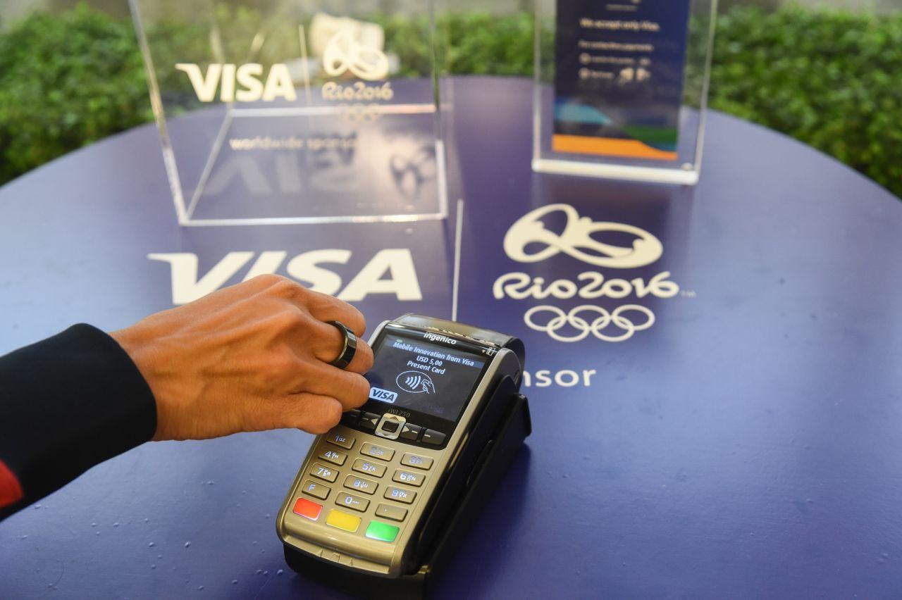 Bereits bei den Olympischen Spielen vor 4 Jahren durften die Athleten einen Pay-Ring von Visa ausprobieren. Einmal in die Nähe des Lesegeräts halten - fertig!