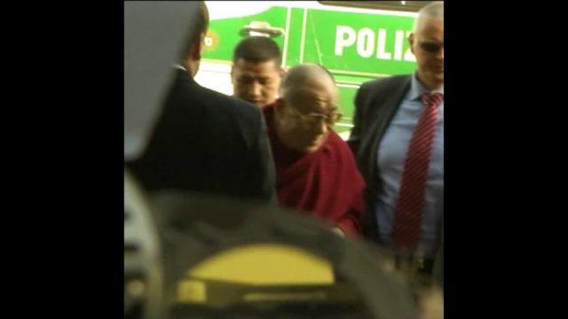 Luxus und Bescheidenheit: Der Dalai Lama - 10s