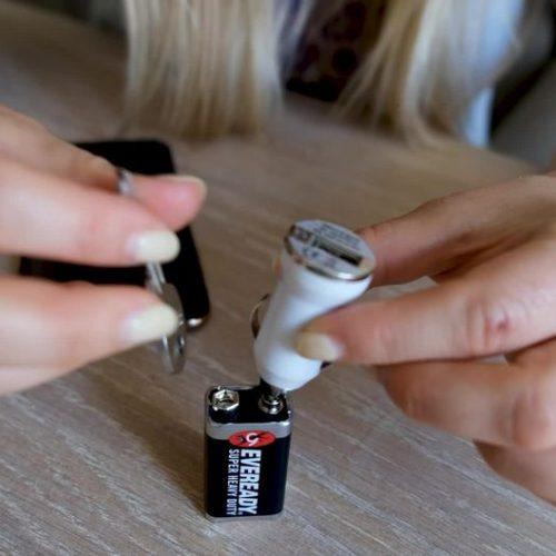 Handy-Akku leer? Eine Powerbank kannst du dir auch selbst basteln - DIY!