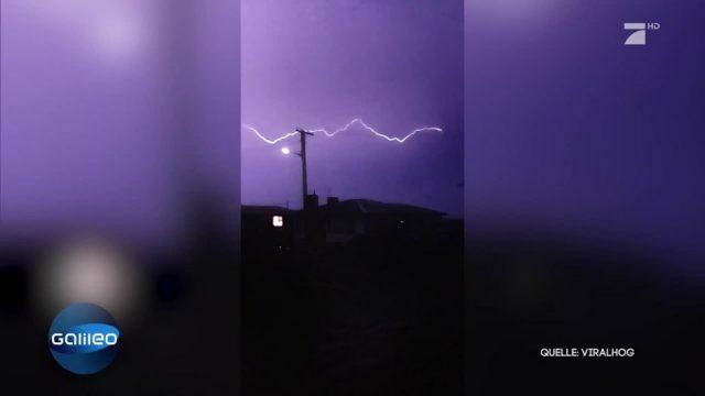 Unfassbares Naturschauspiel: Ein schiefer Blitz