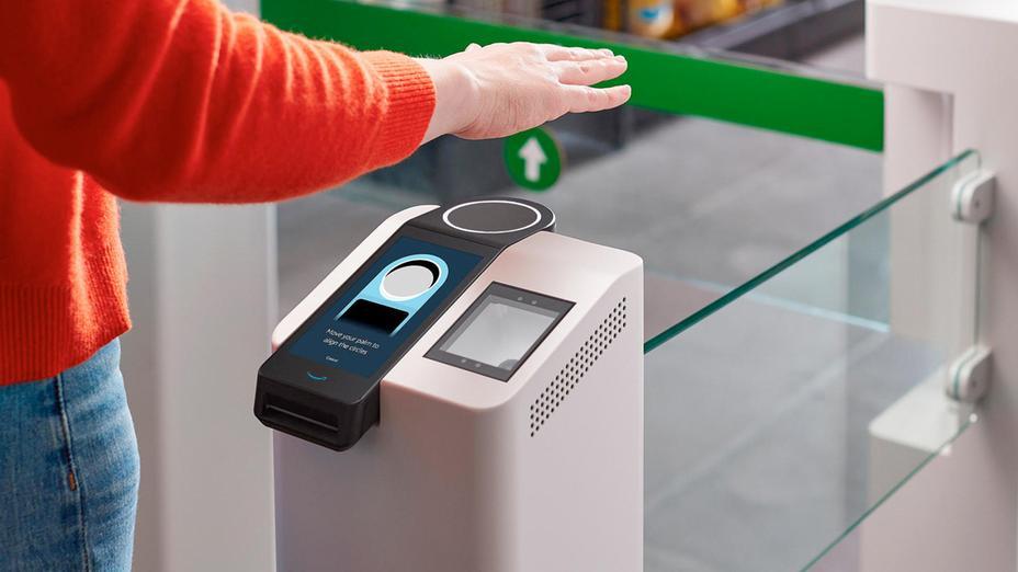Amazon startet eine neue Technologie, die die Handfläche als Identifikationsmerkmal nutzt.