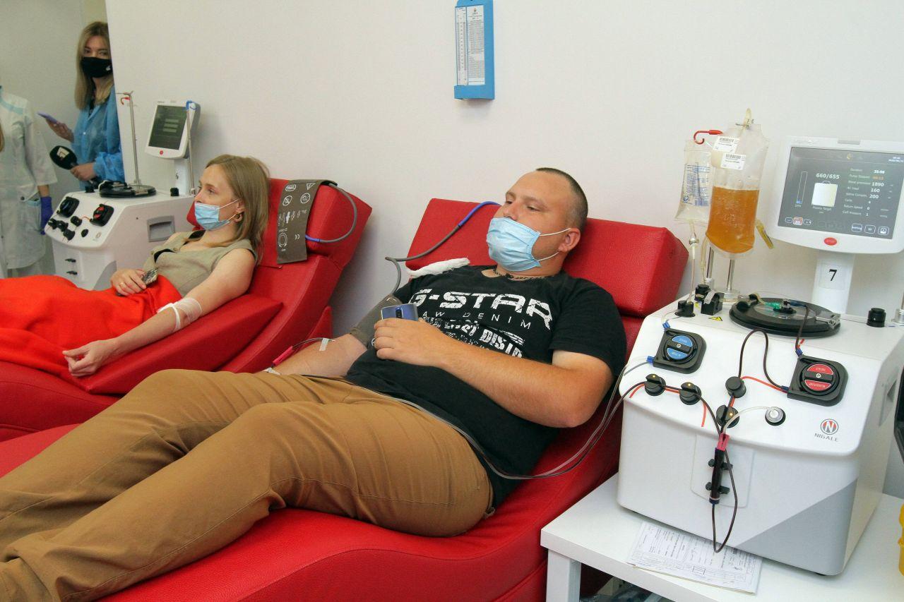 Blutplasma-Therapie in den USA: Wie sie Corona-Patienten helfen soll