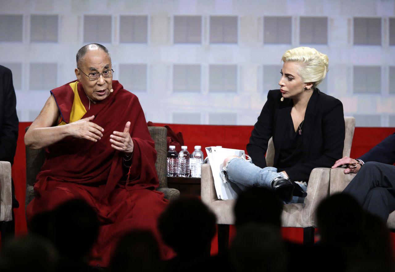 Dalai Lama mit Lady Gaga