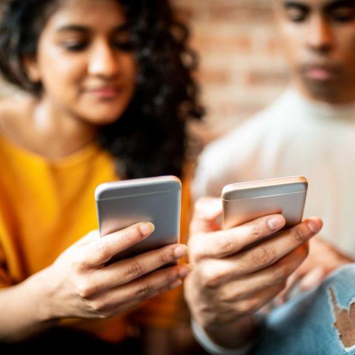 Schnell und einfach Daten austauschen - mit iPhones schon lange möglich. Bald auch mit Android-Handys.