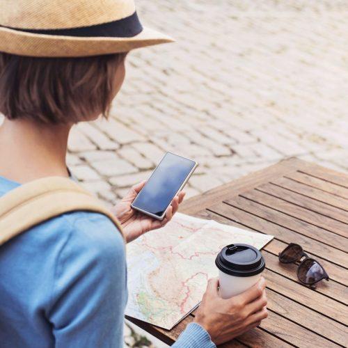 Egal in welchem Land, im Sommerurlaub ist das Smartphone immer mit dabei.