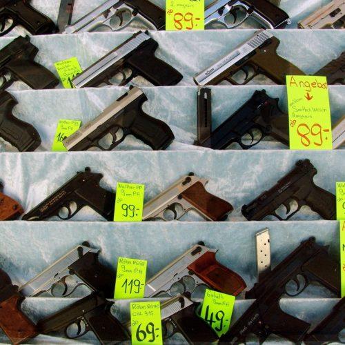 Schreckschusspistolen eines Waffenhändlers