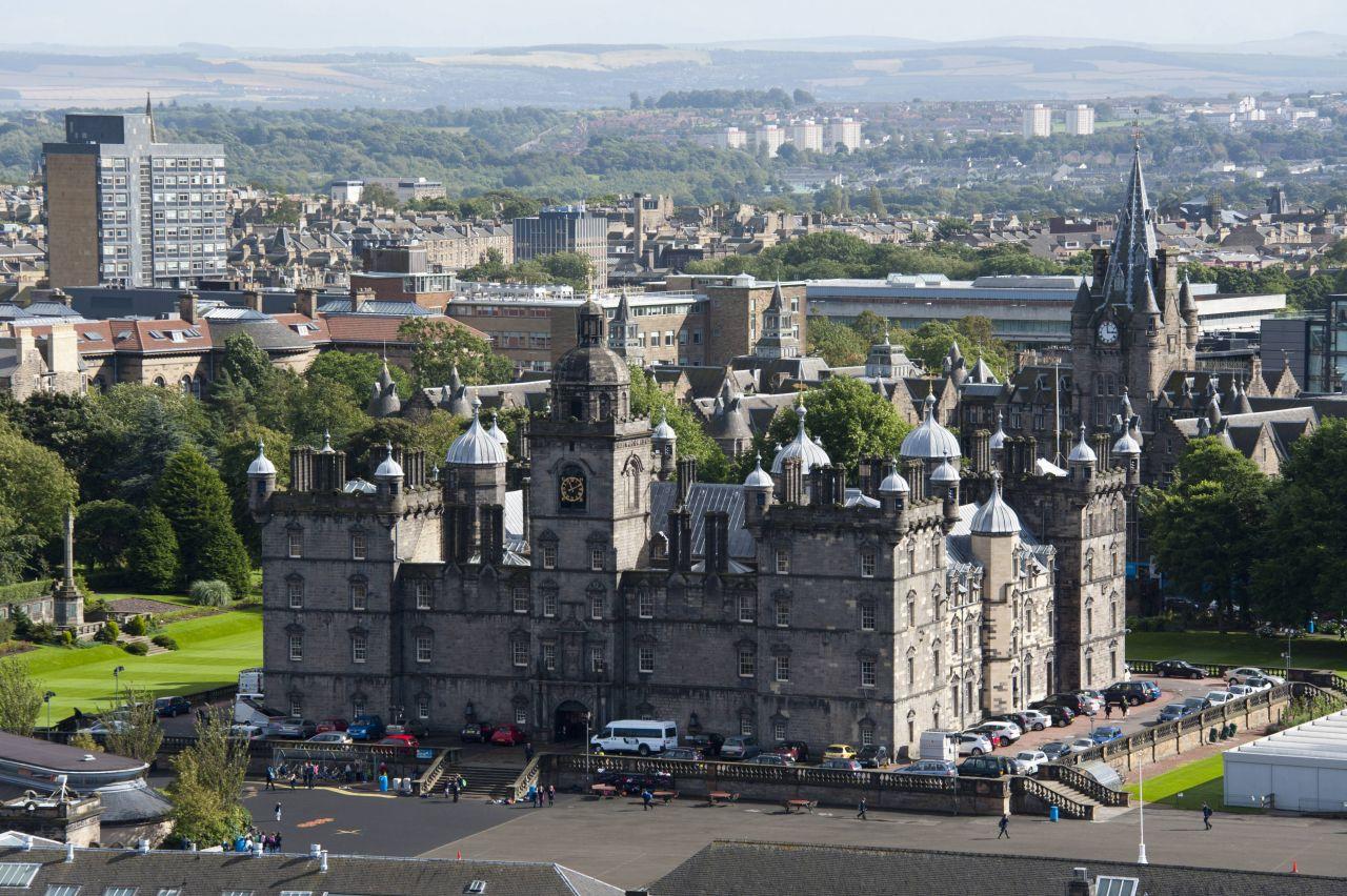 Die Privateschule George Heriot's School in Schottland wurde ursprünglich als Krankenhaus gegründet.