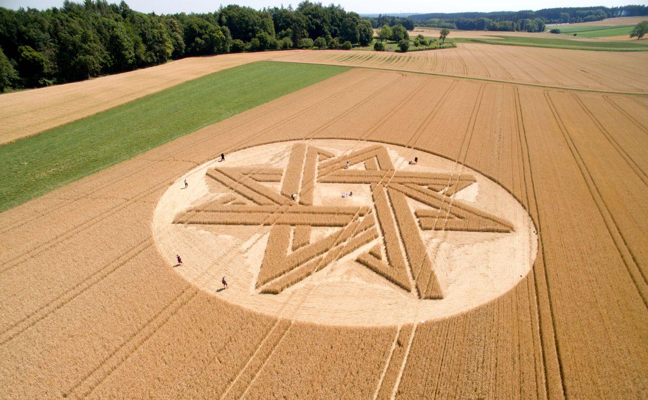 Sternförmiger Kornkreis 2015 in Alling, Bayern