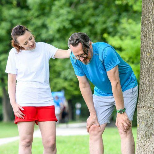 Nach einer Runde joggen im Park zwickt es in der Seite. Woher Seitenstechen kommt - und was hilft.