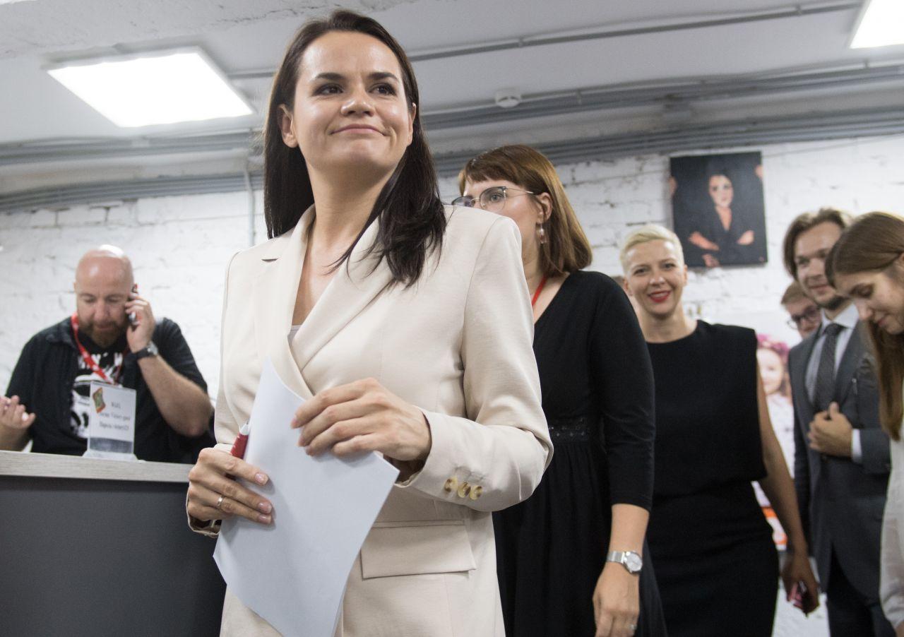 Swetlana Tichanowskaja bei der Pressekonferenz nach der Wahl.