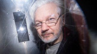 Momentan befindet sich Assange in einem britischen Hochsicherheitsgefängnis.