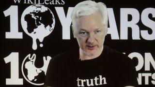 2017 wurde Julian Assange in der ecuadorianischen Botschaft der Internetzugang eingeschränkt.