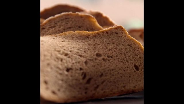 Aimans Antwort: Warum wird Brot hart und Kekse weich? - 10s