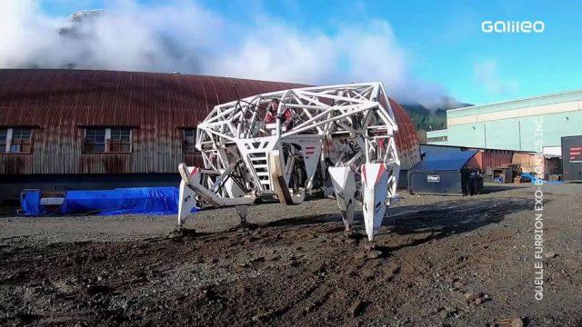Clips der Woche: Roboter-Rennen, Corona-Heli und die verkleidete Statue