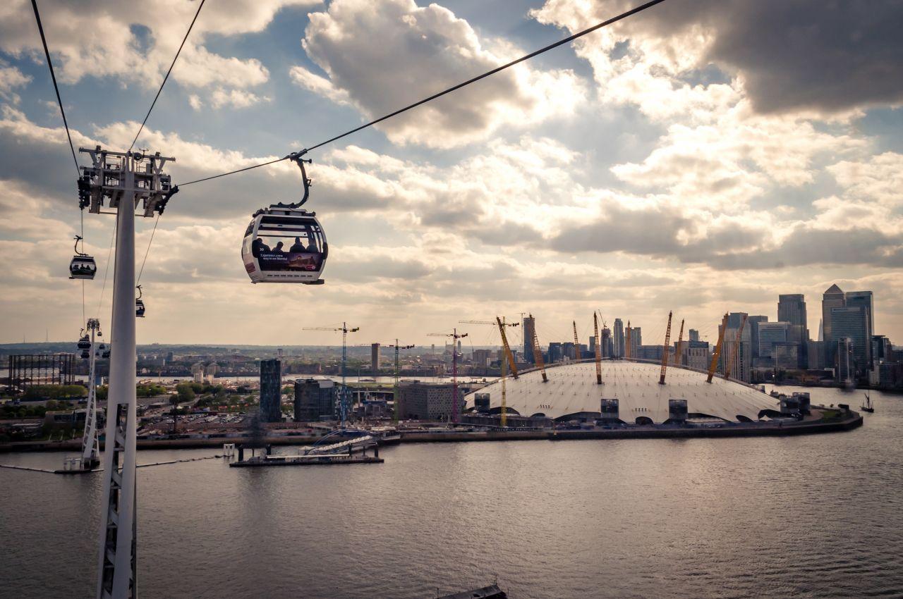 """In London verbindet die Seilbahn """"Air Line"""" Greenwich mit den Docklands."""