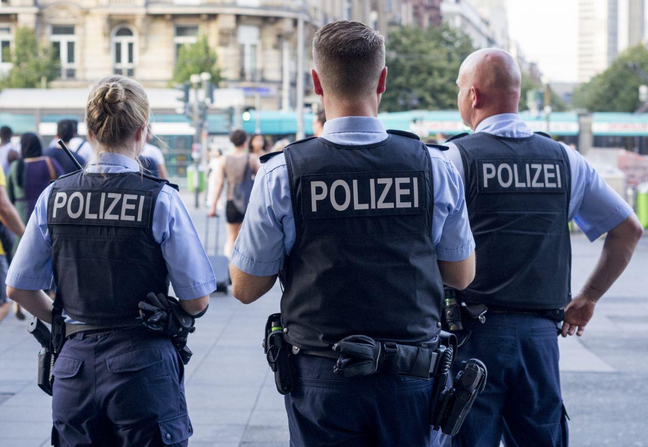Demos auflösen, Handys ausspähen: Was darf die Polizei - und was nicht?