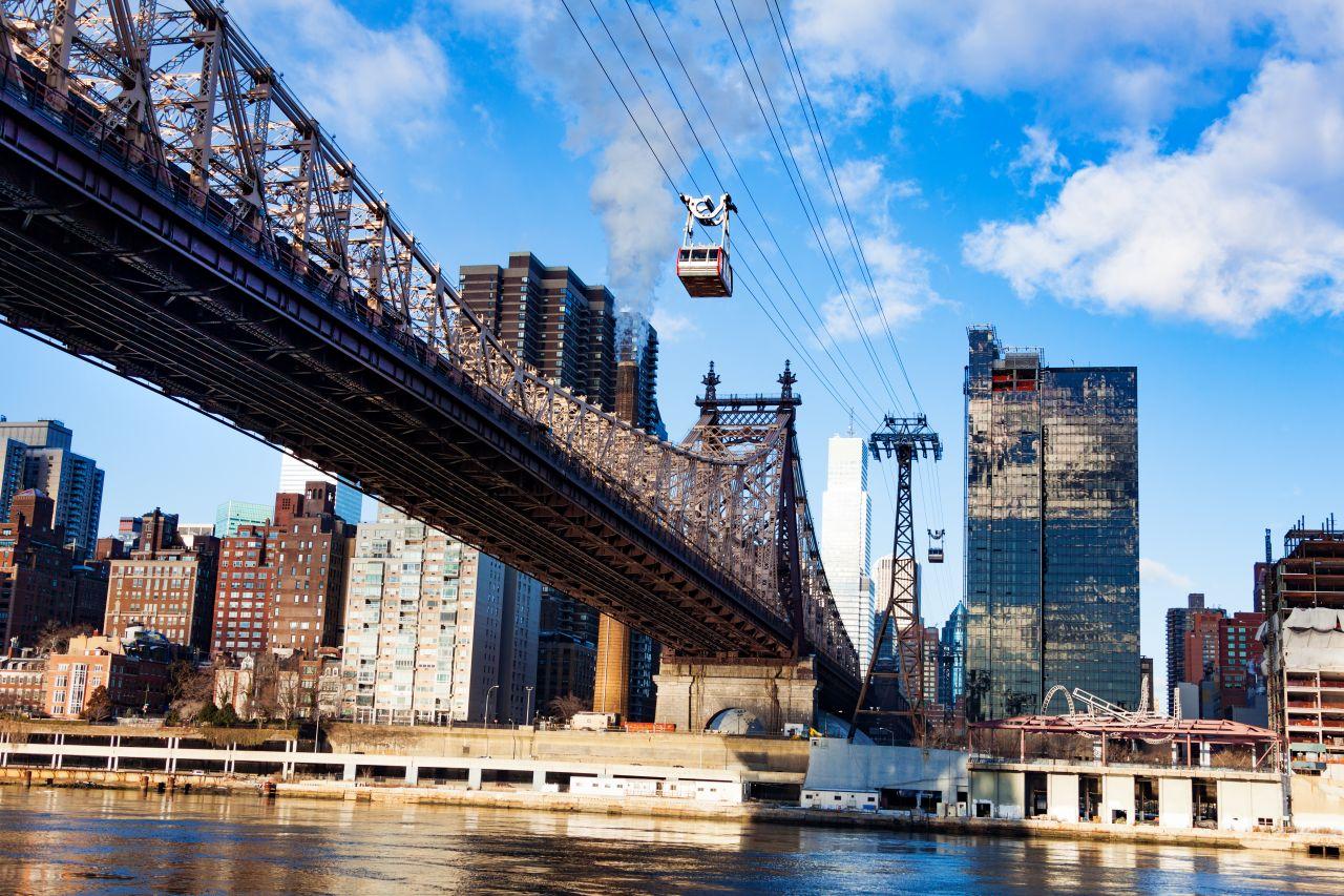 New York befördert mit seiner Roosevelt Island Tramway größtenteils Touristen.