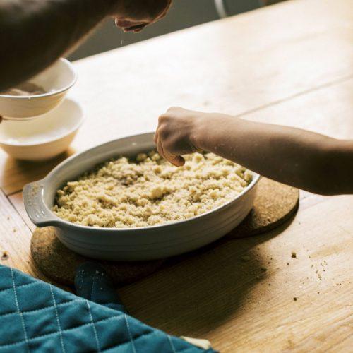 Streusel musst du jetzt nicht mehr vom Kuchen naschen, sondern kannst sie einfach selber machen. Wir haben das Rezept aus einer Streusel-Bar.
