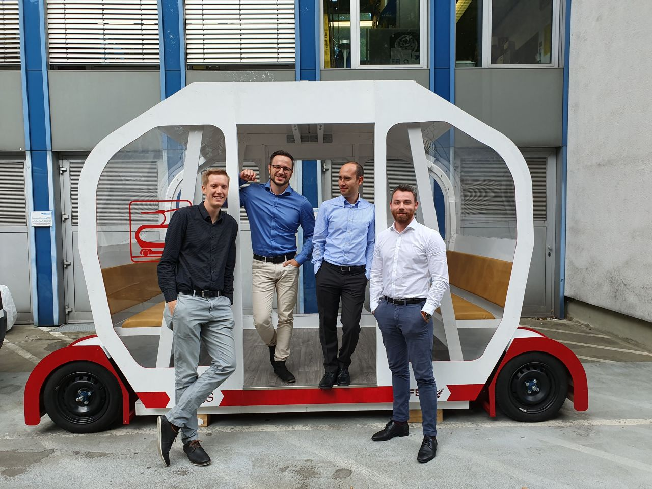 Das Entwicklerteam vor seiner Innovation.