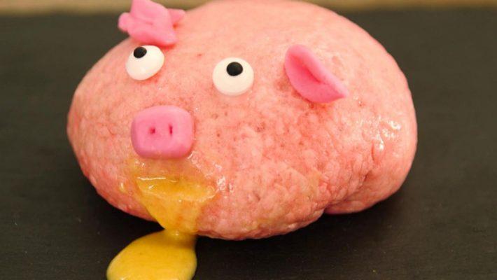 Spuckendes Brötchen in Schweineoptik