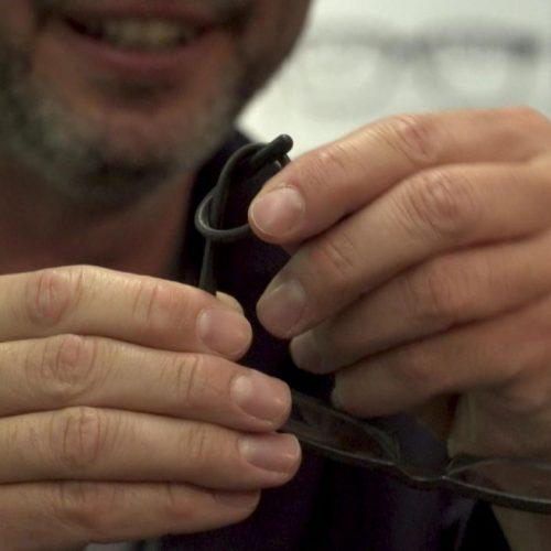 Bohnen-Brille: Bügel lassen sich verknoten
