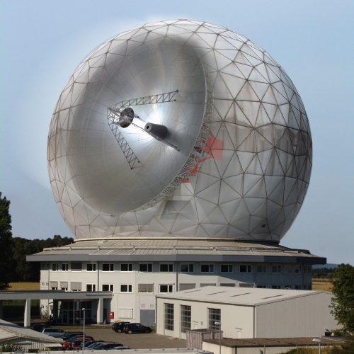 Fotomontage der TIRA-Radaranlage