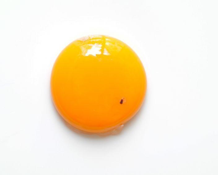 Hahnentritt und Hagelschnur im Ei: Was bedeutet der rote Punkt und die weiße Schnur?